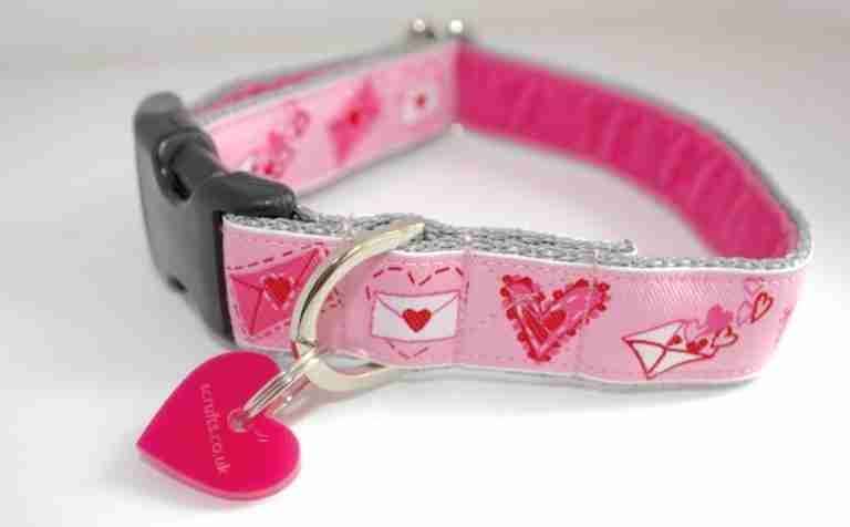 Scrufts' Lola Loves Kisses Pink Valentine's Dog Collar