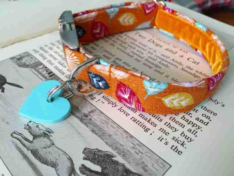 Scrufts' Mini Little Fern Velvet Lined Dog Collar