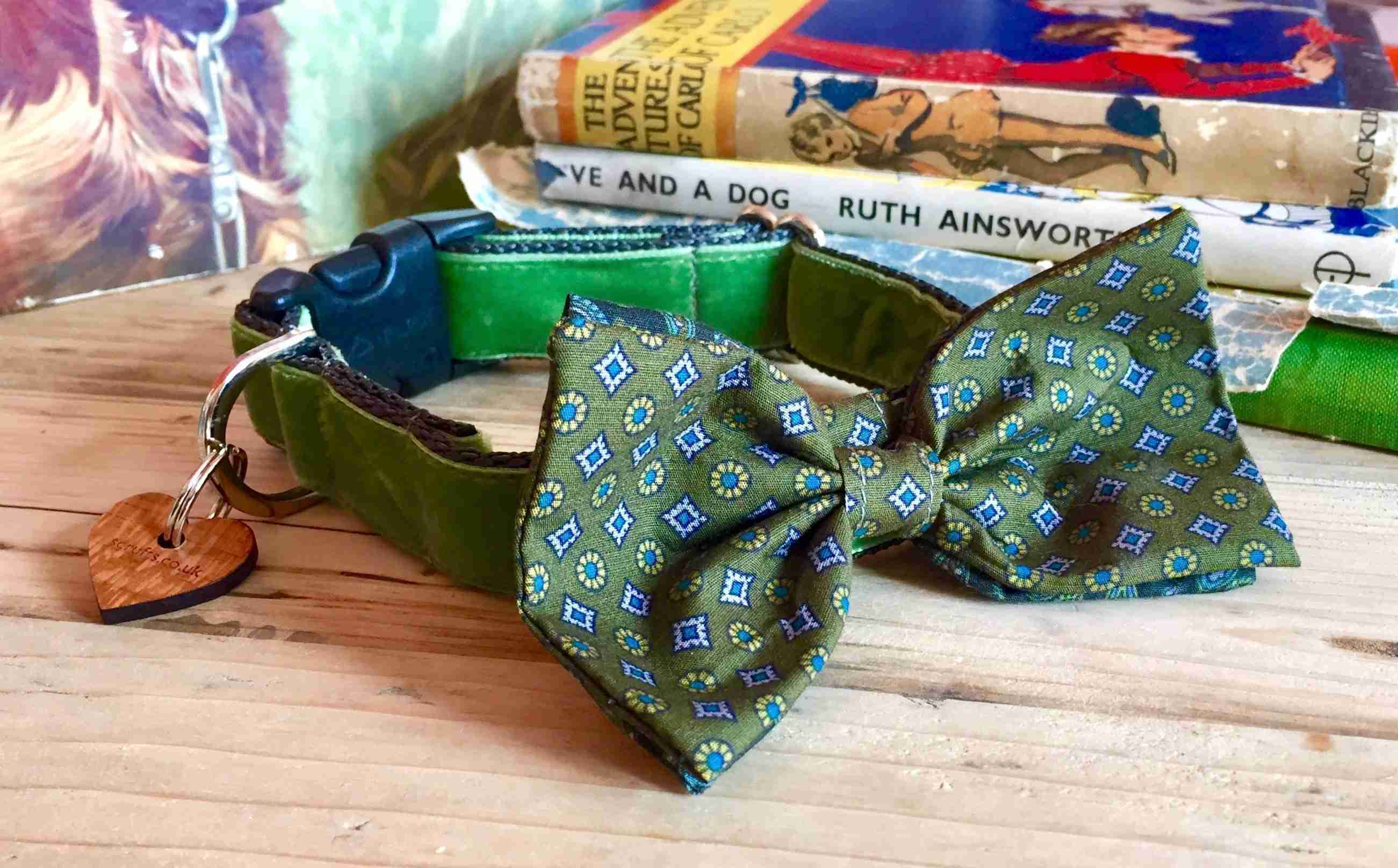 Scrufts' Mr Noel Velvet Bow Wow Wow Tie Dog Collar
