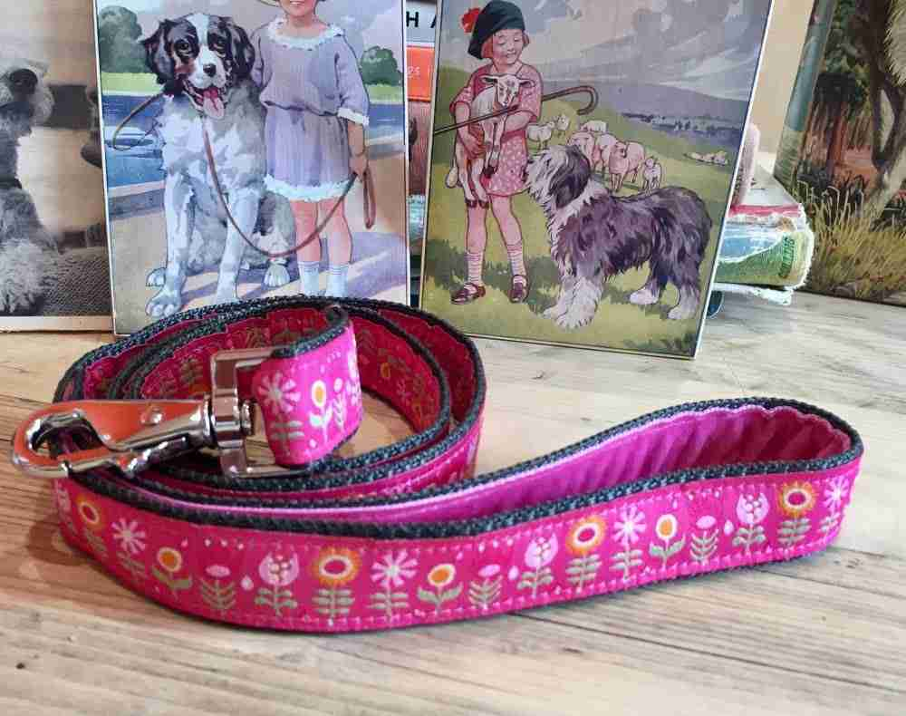 Scrufts' Tiny Garden Floral Velvet Lined Dog Lead in Pink