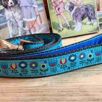 Scrufts' Tiny Garden Floral Velvet Lined Dog Lead in Blue