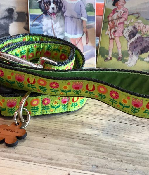 Scrufts' Tiny Garden Floral Velvet Lined Dog Collar and Lead in Lime