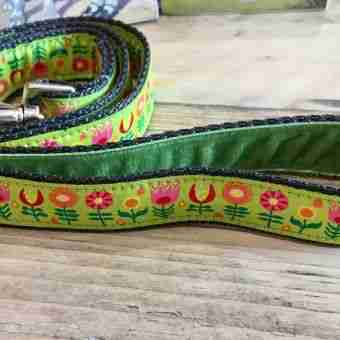Scrufts' Tiny Garden Floral Velvet Lined Dog Lead in Lime