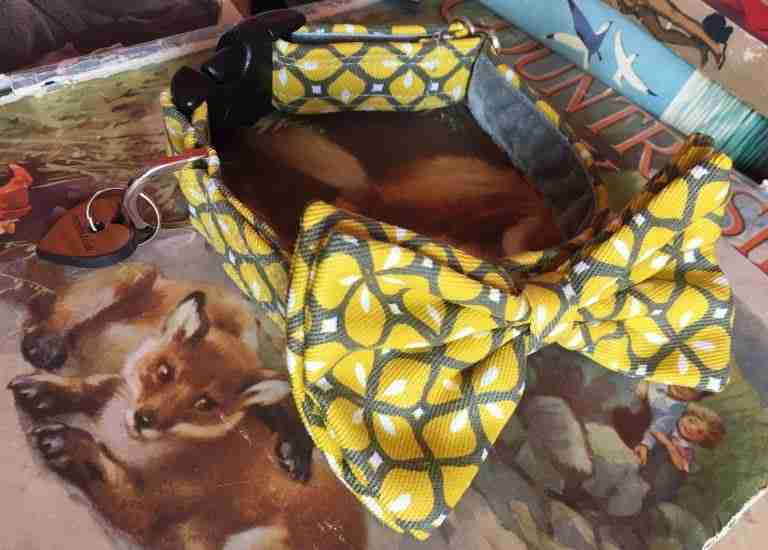 Scrufts' Max Mid Century Modern Geometric Velvet Lined Bow Tie Dog Collar