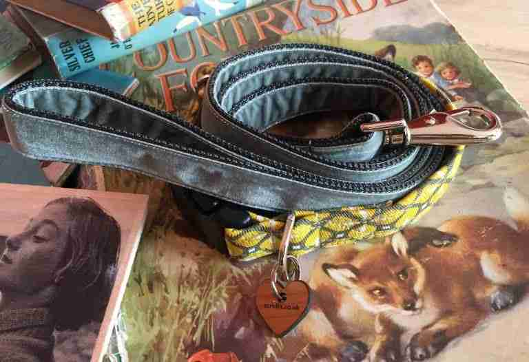 Scrufts' Max Mid Century Modern Geometric Velvet Lined Dog Collar and Grey Velvet Lead
