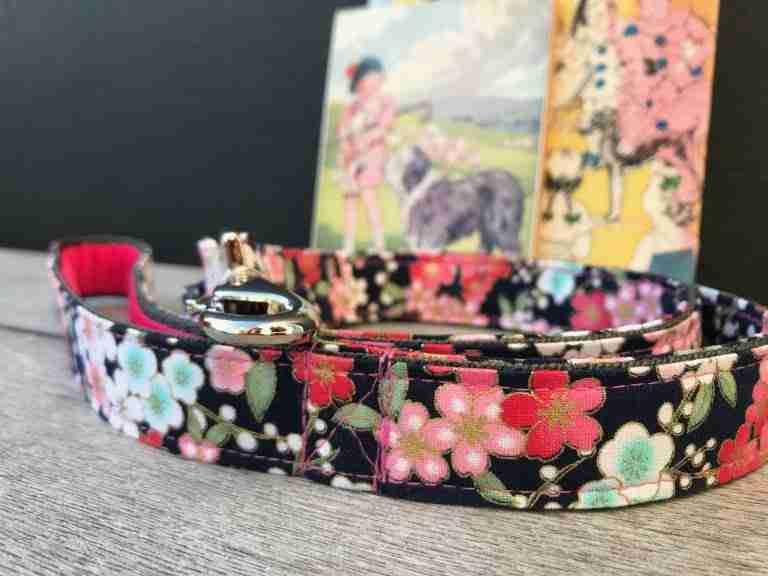 Scrufts Kyoto Navy Floral Dog Lead with Pink Velvet Lining