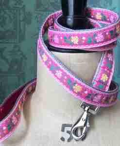 Scrufts Edelweiss Tyrolean Dog Lead in Pink with Velvet Lining